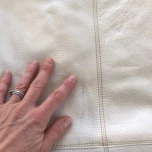 Maurizio Taiuti Bags - White Italian pebbled-leather shoulder tote.